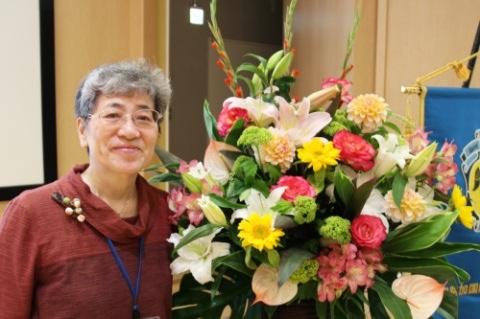 秋山正子さん(卒業生)が看護界最高栄誉「ナイチンゲール記章」受章